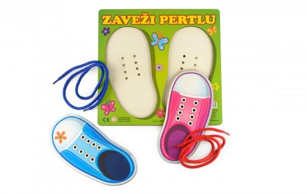Tie shoelaces